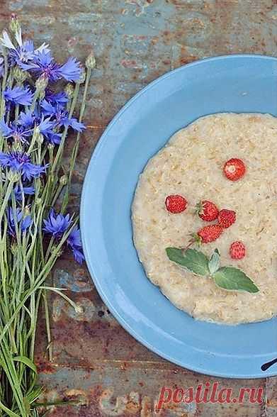 Овсяная каша с киноа! Зерновая культура имеет древнее происхождение и была одним из важнейших видов пищи индейцев. В цивилизации инков киноа была одним из трех основных видов пищи наравне с кукурузой и картофелем. Инки её называли «золотым зерном».