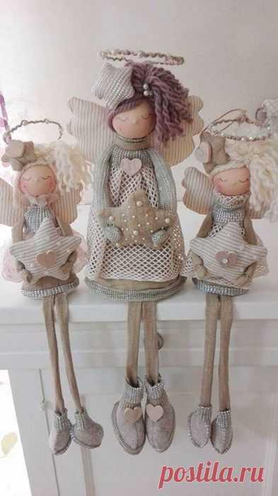 Очаровательные ангелочки из ткани, кружев и прочих материалов. Можно попробовать сделать своими руками и преподнести в качестве подарка на рождество, крещение или просто так. Творите с…