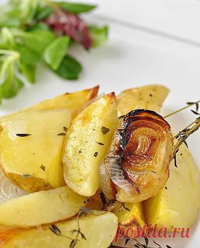 Молодая картошечка, запеченная с тимьяном.