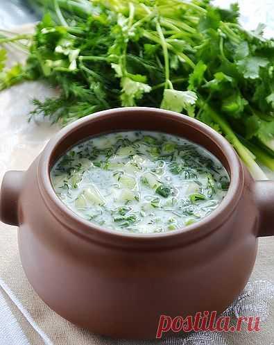 Окрошка на мацуне. Мацу́н или Мацо́ни — кисломолочный напиток армянского происхождения. Приготавливается из кипячёного молока коров, овец, коз, буйволов или их смеси.
