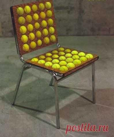 стул из теннисных мячей
