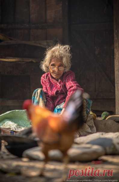 «Бабка на курьих ножках» Еще один снимок Арсения Герасименко (nat-geo.ru/community/user/49941/) из отдаленного уголка Гималаев.