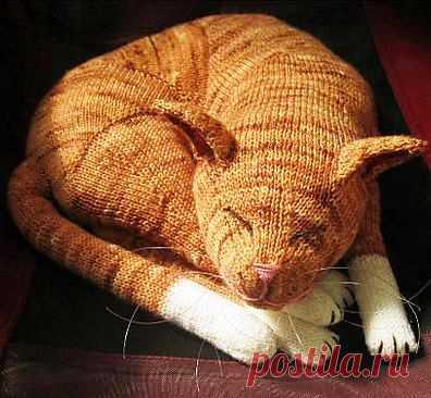 Вязаный спицами рыжий кот Jingga