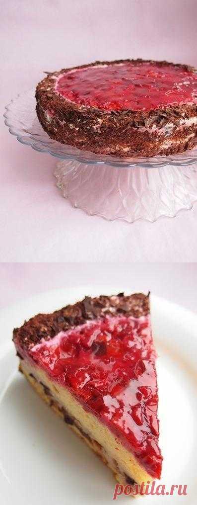 Торт-перевертыш с вишней,творожным кремом и черносливом.