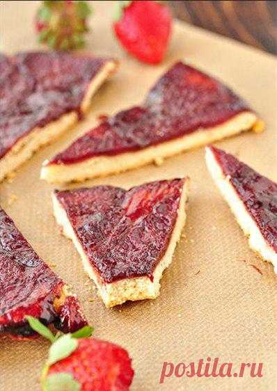 Тарт с карамелизированной клубникой в бальзамике и красном вине.