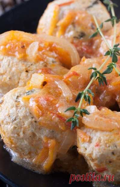 Тефтели из фарша с подливкой – 3 рецепта сытного блюда Предлагаю 3 рецепта тефтелей из фарша с подливкой – запеченных в духовке, тушенных в мультиварке и приготовленных на сковороде.