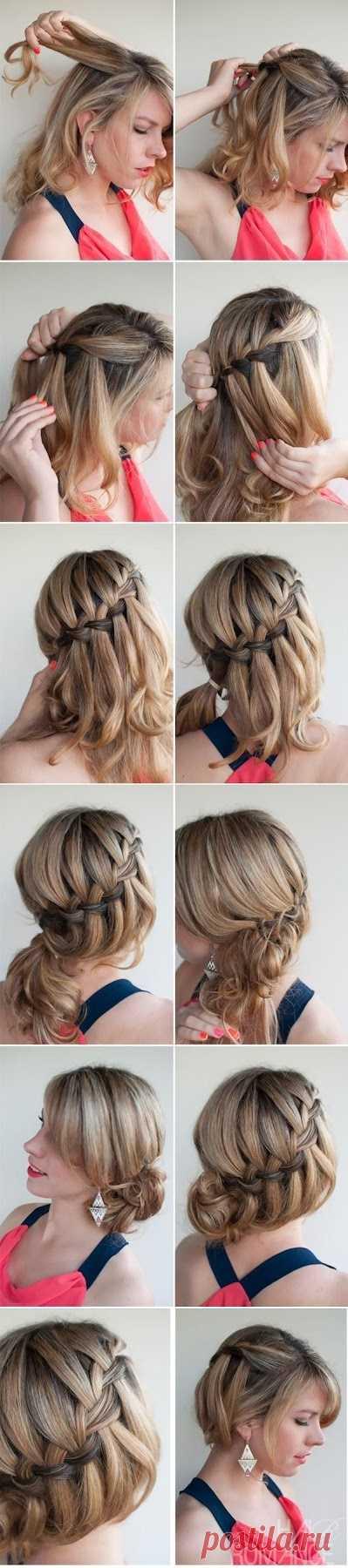 El tejido de las trenzas sobre los cabellos de la longitud media