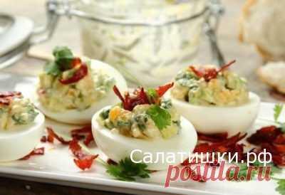 ЯЙЦА , ФАРШИРОВАННЫЕ САЛАТОМ ИЗ АВОКАДО » Рецепты вкусных салатов