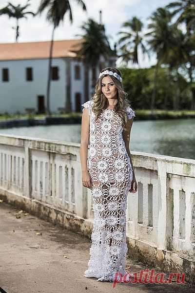 Платье и топ цветочным мотивом.