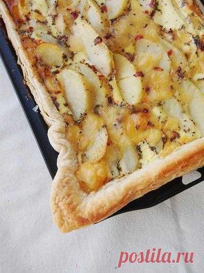 Картофельный пирог на слоеном тесте.