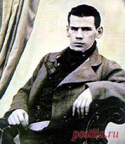 Это Лев Толстой без бороды.