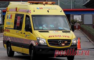 СМИ: девять человек пострадали в Испании в результате наезда машины на террасу бара. По версии газеты El Español  водитель машины находился в ней вместе со своими родителями. Анализ на наличие в его крови алкоголя или наркотических веществ показал отрицательный результат