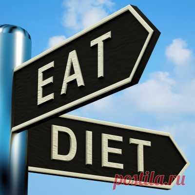 ДИЕТА ВАЖНЕЕ ЧЕМ СПОРТ? Многие из тех, кто заботится о собственном здоровье и следит за весом, обратили внимание на бойкие рекламные ролики, в которых актеры после или до занятий в тренажерном зале с увлечением поедают такую вкусную, но не здоровую пищу (пироженое, пиццу, гамбургеры). Посмотришь такую рекламу и с облегчением вздохнешь: позанимаюсь, немного попотею на тренажерах, а потом чем-нибудь вкусненьким себя побалую.