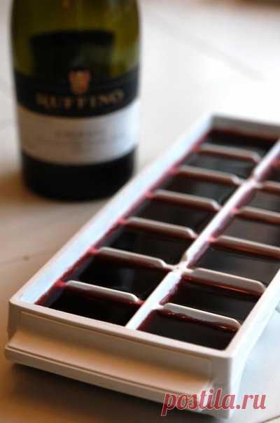 Замораживаем вино. Замораживайте остатки вина. Потом его можно добавить в мясо при жарке.