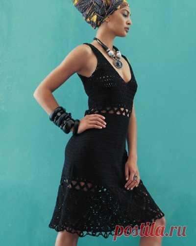 Черное платье крючком Женское платье крючком с ажурными мережками и низом. Размер: 34/36, 38/40, 42/44 Материалы: 400/450/500г пряжи черного цвета (100% хлопок), крючок №2.5, застежка – молния длиной 12см.
