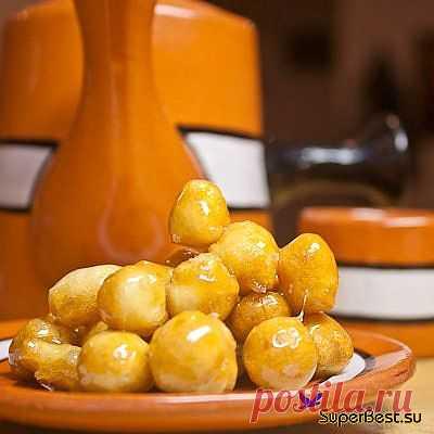 """Тейглах, также известный как """"орешки в меду"""", """"шарики в медовом сиропе""""  - лакомство из разряда особых праздничных сладостей. Традиционное угощение на еврейский Новый Год (в сентябре)."""
