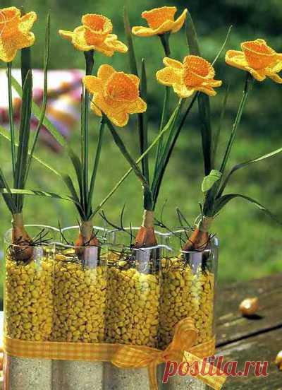 Крючок и немного фантазии - и в вашем доме зацветут весенние цветы нарциссы.