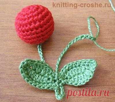 Вязаные бусы: http://knitting-croshe.ru/vyazanye-busy-svoimi-rukami-iz-vyazanyx-vishen