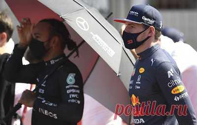 Ферстаппен назвал неуважительным поведение Хэмилтона после победы в Великобритании. Нидерландский гонщик досрочно завершил гонку после столкновения с британцем