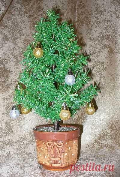 Еще одна елочка из бисера / новогодние подарки,поделки и костюмы / PassionForum - мастер-классы по рукоделию