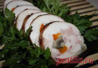El panecillo de la gallina con las setas y el pimiento