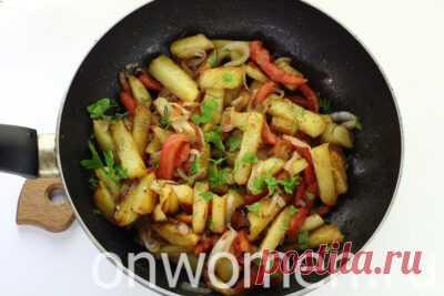 Как пожарить картошку с помидорами и луком: рецепт с фото – готовим за 8 шагов - Onwomen.ru