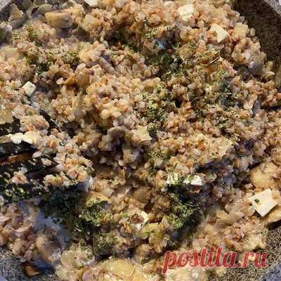 Гречка с грибами, луком и адыгейским сыром - Рецепты из круп