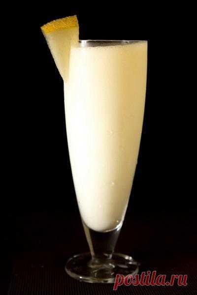Ласси (хинди लस्सी, лассии) — популярный индийский напиток пенджабского происхождения. Приготовляется на основе йогурта с добавлением воды, соли, сахара, специй, фруктов и льда путём быстрого взбивания.