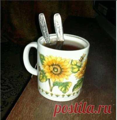 Попросила мужа сделать мне чай с двумя ложками сахара..... Спасибо, любимый!