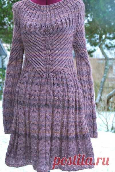 Платье с косами вязаное спицами. Вязаное платье спицами на ...
