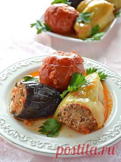 Летняя толма. Долма́ (толма, сарма) — блюдо, представляющее собой начинённые овощи или листья (как правило, виноградные), голубцы в виноградных листьях.