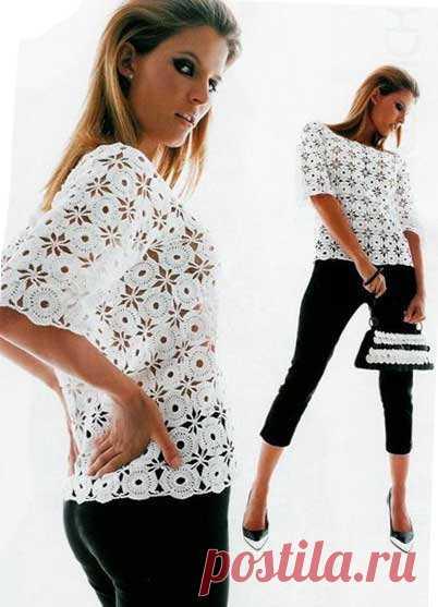 La blusa para un verano de los motivos. A pesar de la simplicidad, esta blusa es muy original. Los motivos no complicados, que es necesario principiantes tejer por el gancho.