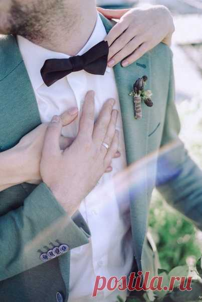 Завершаем мужской образ аксессуарами✨ Сегодня немного о мужских аксессуарах на свадьбу. Собираем и дополняем образ вместе с петербургским брендом Аксессуары играют важную роль для создания и подчеркивания образа мужчины. В 90% жених пользуется аксессуарами на своей свадьбе. Именно поэтому мы советуем посетить магазин PORT: широкая линейка галстуков, галстук-бабочек, подтяжек, платков-паше и много другого. Удобный сервис заказа онлайн и ребята, любящие своё дело и готовые сделать любой заказ, а…