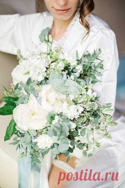 Букет невесты в светлой бело-зеленой палитре - выбор романтичных и нежных натур! Продолжение историй смотрите по ссылкам в описании к фото. Еще больше вдохновения в ленте weddywood: