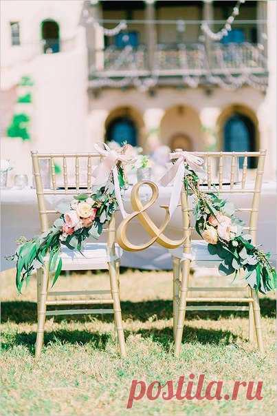 \ud83c\udf3f Top-8 de las ideas para la decoración de las sillas de los recién casados \ud83c\udf3f