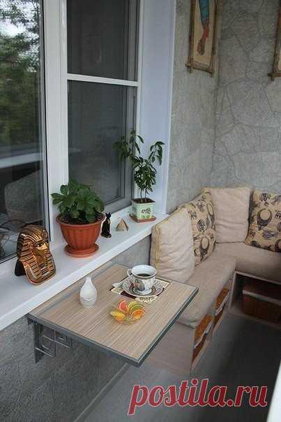 Эргономичный и уютный дизайн балкона. Тут приятно завтракать
