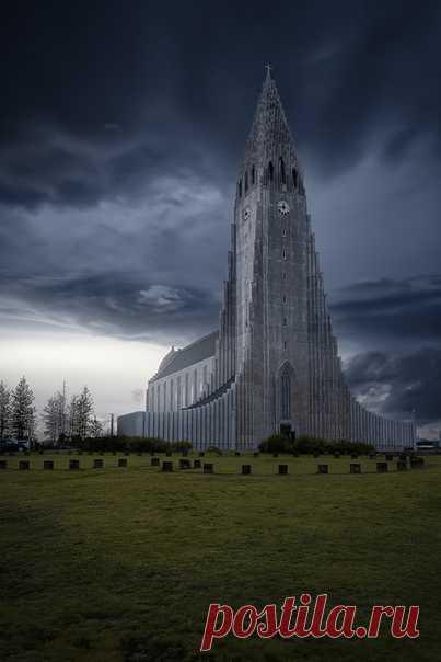 Хадльгримскиркья - главная церковь Рейкьявика. Автор снимка – Иван Курмышов.