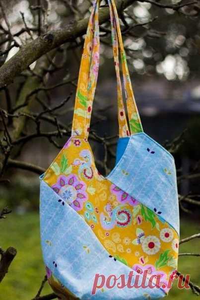 Простой вариант сумочки из 4 полосок. Такую сумку можно сшить или связать, используя цельные полоски или полоски , связанные из 4 мотивов (смотрите последнее изображение).  #сумка#своимируками