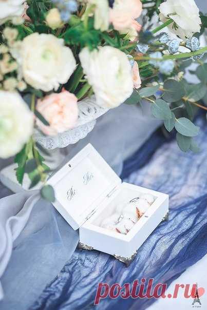 Каждая свадьба особенная и поэтому нужен особенный декор, и одним из них является шкатулочка для колец от J'etaime box. Добавив свою персонализацию — цвет, имена, инициалы, слова, буквы, дату, узоры, рисунок, кружево, шкатулочка становится индивидуальной для каждой пары. J'etaime box вкладывают в шкатулочку для колец не только свое мастерство, но и свою любовь. Подписывайтесь!
