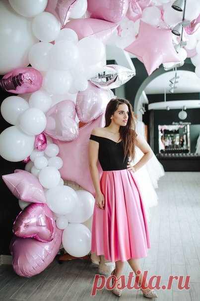 """В Свадебном салоне """"Мэри Трюфель"""" не только идеальные платья, но и такая красивая фотозона! А до 28 февраля за фотку в салоне дарят подарки 🎁 Подробности в их группе."""