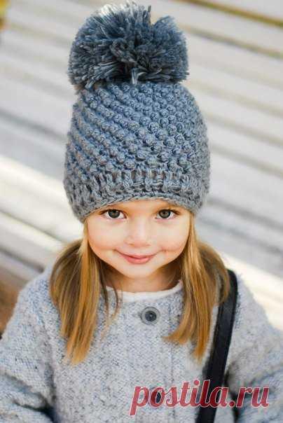 Детские шапочки, описание вязания шапки крючком для девочки.