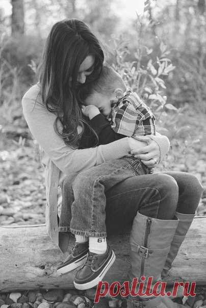 КАК УСПОКОИТЬ РЕБЕНКА И ЗАОДНО СЕБЯ. ПРОСТЫЕ ТЕХНИКИ С трудностями, через которые ребенок проходит в детстве, порой не так-то просто справиться. Если глубокое дыхание не помогает вашему чаду успокоиться в стрессовой ситуации, попробуйте что-то из этого списка:  Например, перевернутую позу. Приведение тела в положение, при котором голова оказывается ниже уровня сердца, оказывает успокаивающее действие, и об этом на протяжении веков было известно йогам. Это может быть поза э...