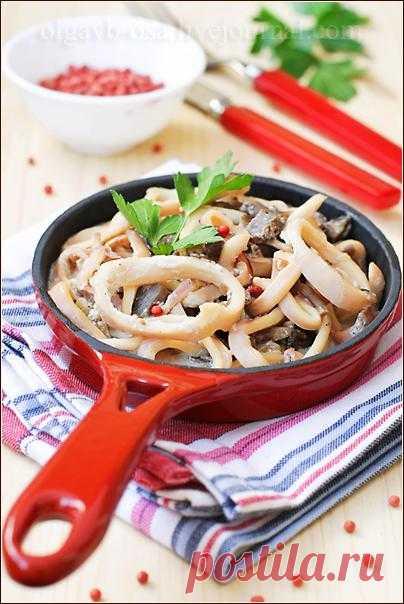 Осиный домик - Кальмары с грибами, тушенные в йогурте.