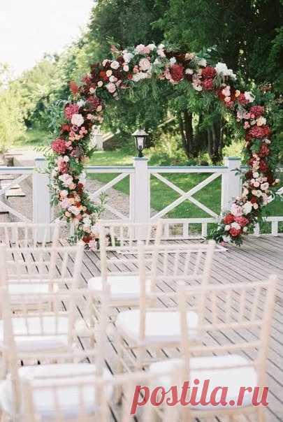 Круговая арка - символ бесконечности вашей любви ❤ Еще больше идей для свадьбы 👉 weddywood.ru/lenta