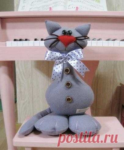 Idea to sew a cat from felt. Pattern of a cat and master class.