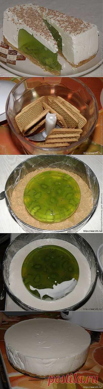 Торт без выпечки с начинкой из желе с киви.