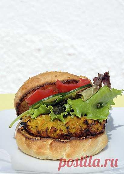 Аппетитный вегетарианский бургер со злаками (для получения рецепта нажмите 2 раза на картинку)