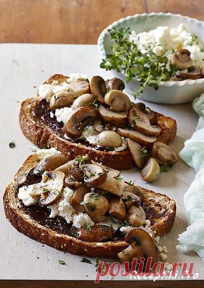 Australian mushroom toasts
