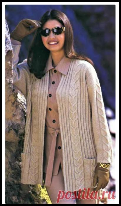Две модные модели на эту осень - бежевый жакет и абрикосовый пуловер спицами