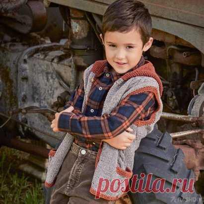 ЖИЛЕТ С КАПЮШОНОМ СПИЦАМИ, описание: http://nash-diy.ru/vjazanie-dlja-detej/teplye-detskie-koftochki/57-zhilet-s-kapjushonom-spicami.html